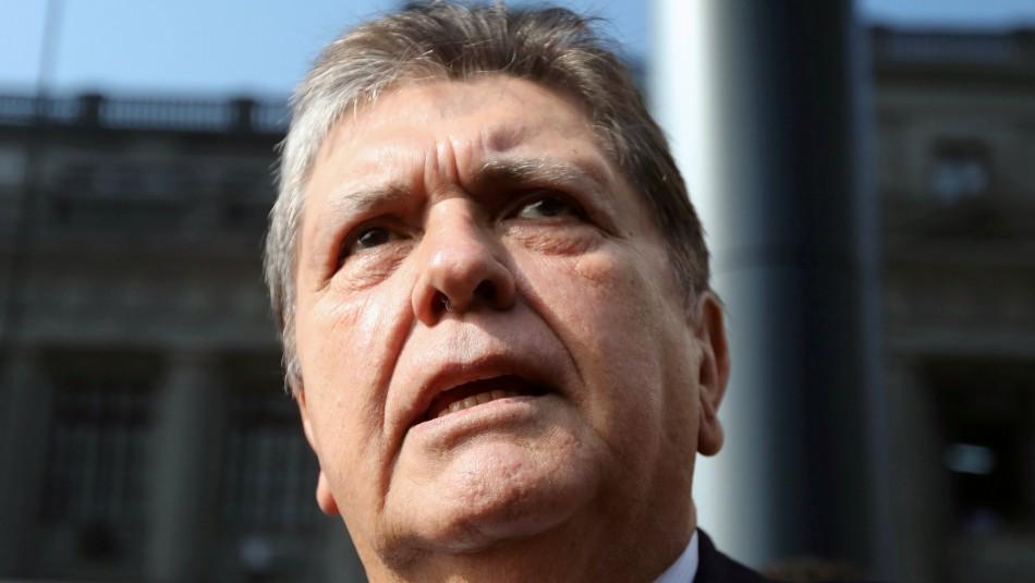 Expresidente de Perú Alan García se encuentra internado tras dispararse durante su detención