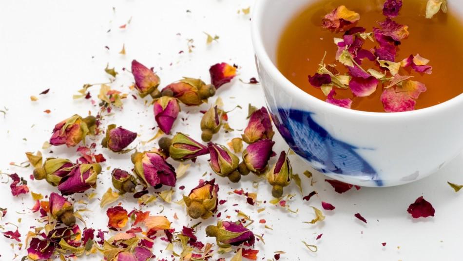 Toma té de rosas en las noches para acelerar tu metabolismo y bajar de peso