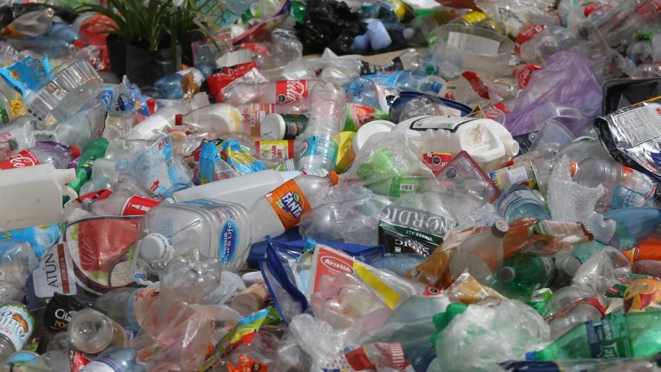 Providencia aprobó regular uso de plásticos en comercio: Cubiertos, vasos y envases serán prohibidos