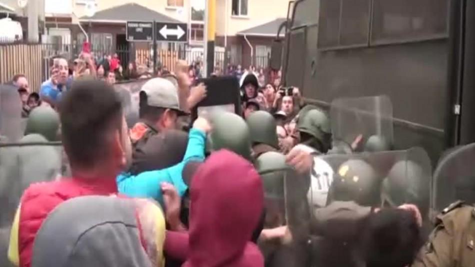 Vecinos intentaron linchar a presuntos asaltantes en la comuna de San Antonio / Captura video.