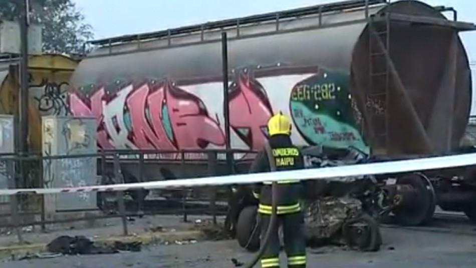 Tren impacta vehículo particular y deja un fallecido en Maipú