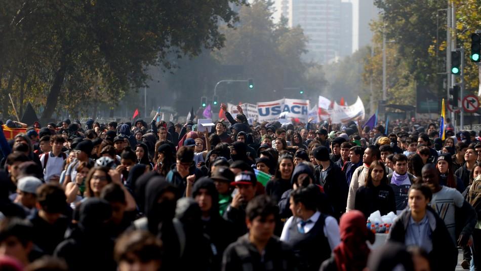 Cerca de 7 mil personas participaron de la marcha / Agencia Uno.