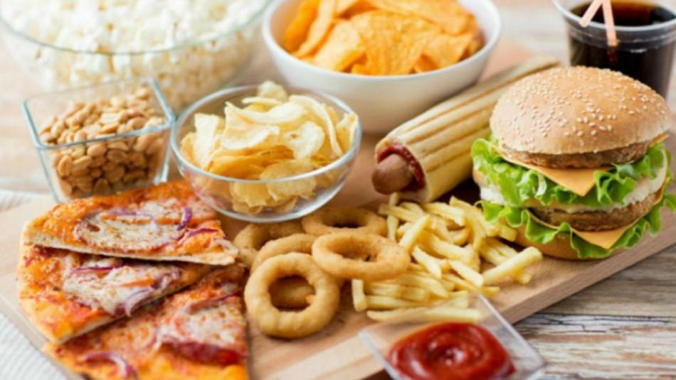 Consumir pocos alimentos saludables puede ser más peligroso que el exceso de comida chatarra