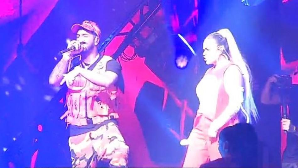 [VIDEO] Anuel AA y Karol G impactaron al público chileno en el Movistar Arena