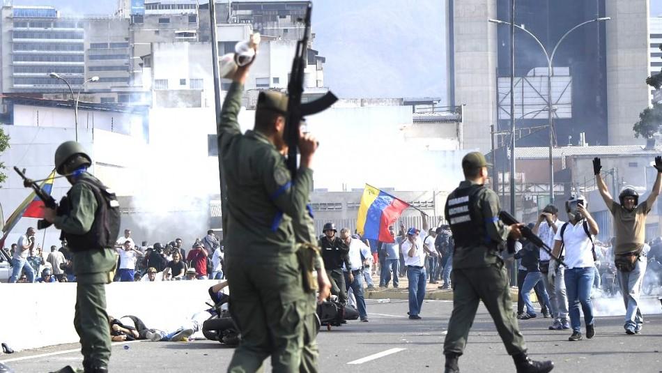 MINUTO A MINUTO: Aumentan enfrentamientos en Venezuela por llamado al alzamiento de Guaidó