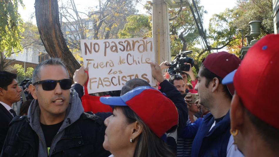 [VIDEO] Carabineros refuerza embajada de Venezuela en Chile ante manifestaciones