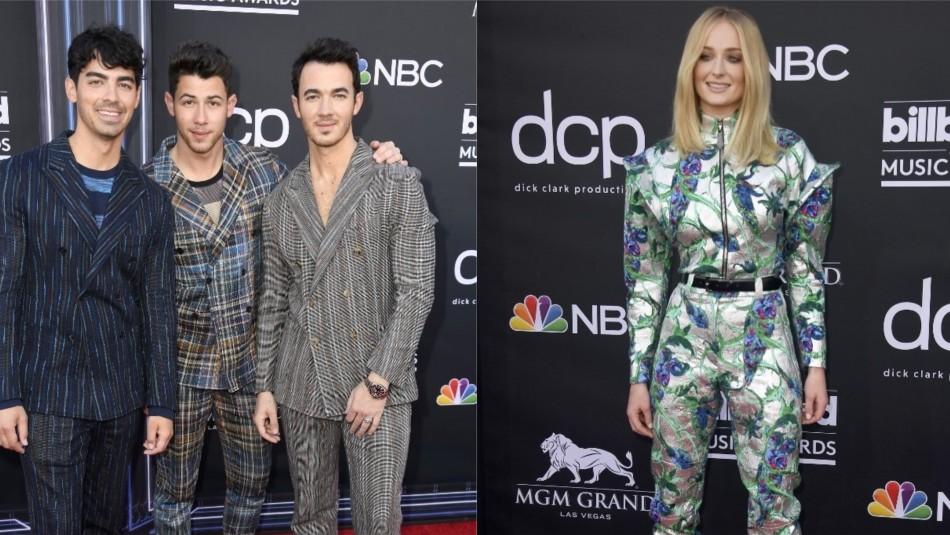Jonas Brothers y Sophie Turner / AFP