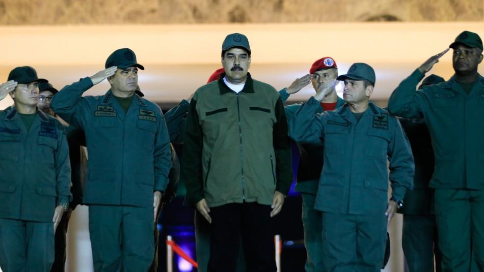 Maduro llama a los militares venezolanos a combatir a