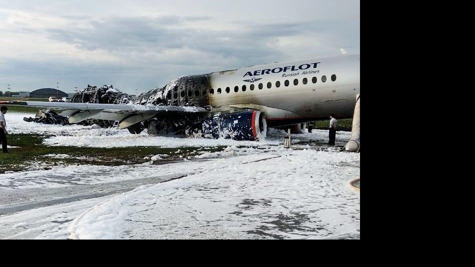 Piloto de avión ruso apunta a un rayo como causa del accidente que dejó 41 fallecidos
