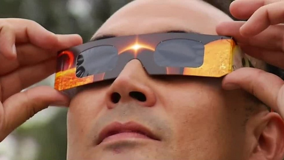 Mito o realidad: ¿Mirar un eclipse de sol sin lentes especiales daña la vista?