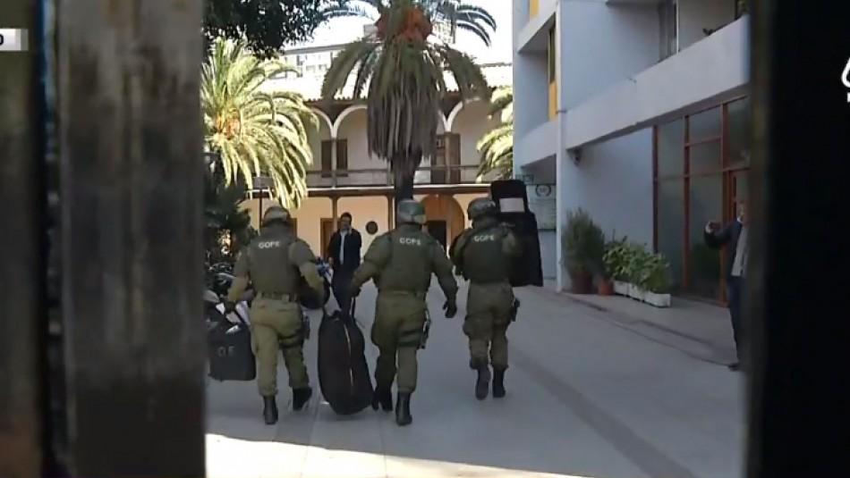 Evacuan sede de la Universidad Mayor por supuesta presencia de material explosivo en una oficina