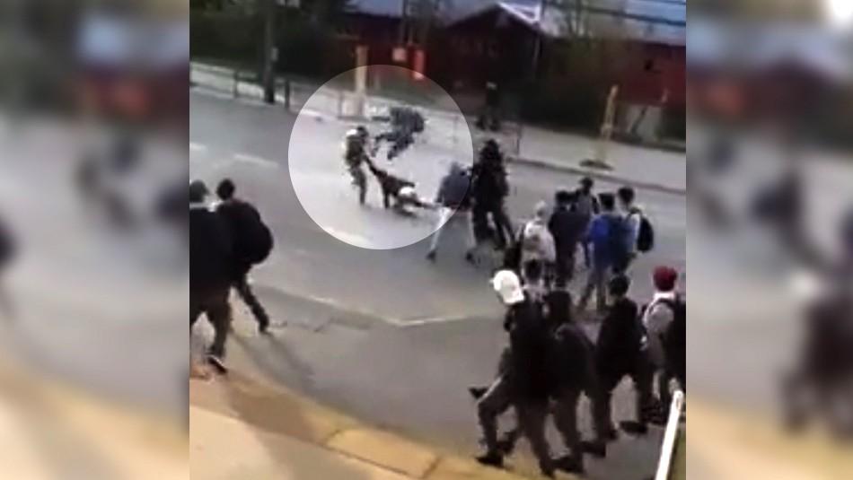 Registran violenta pelea entre escolares en el centro de Valdivia