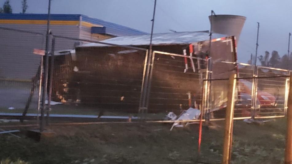 [FOTOS] Tornado en Los Ángeles arrasa con camiones, autos y techumbres