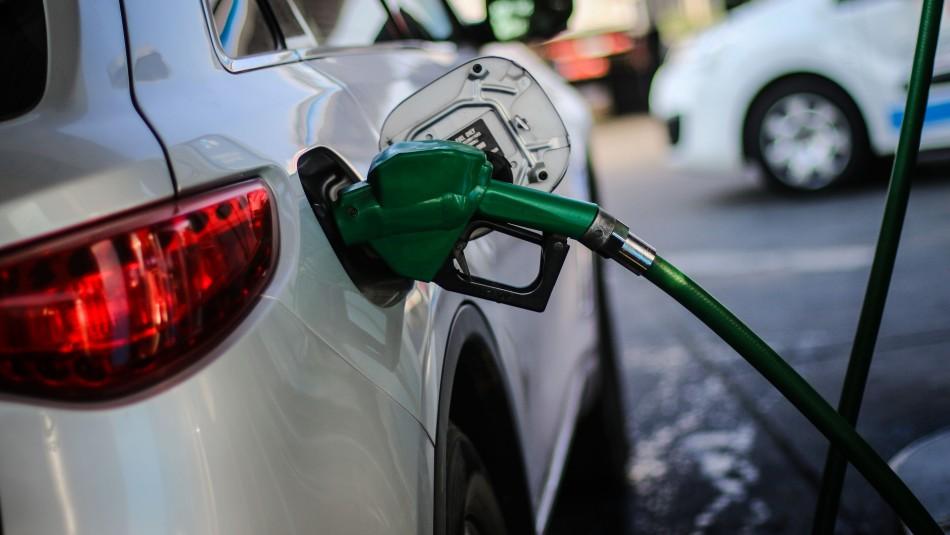 Baja el precio de las bencinas / Agencia Uno