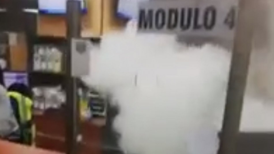 Caos en oficina del Compin por hombre que activó extintor a modo de protesta
