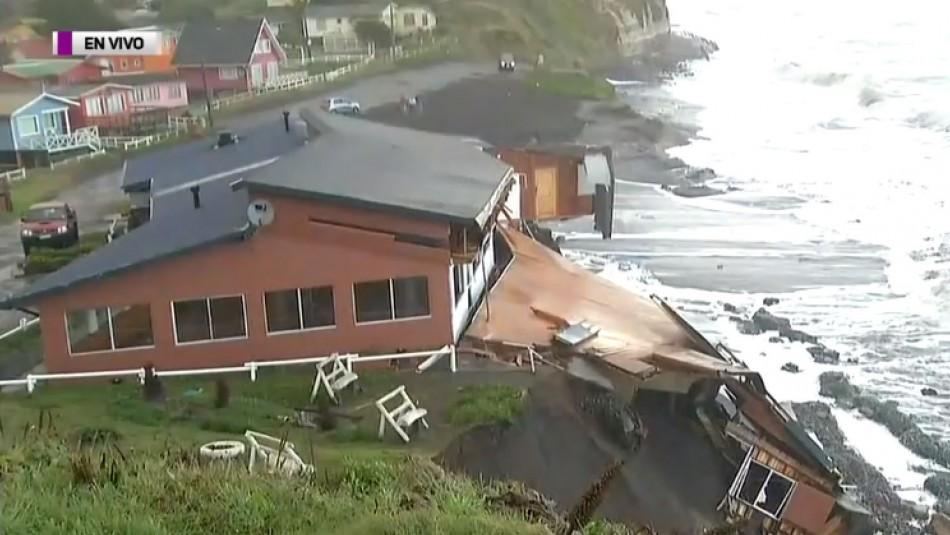 [VIDEO] Restaurante está a punto de colapsar en Puerto Saavedra por marejadas en La Araucanía