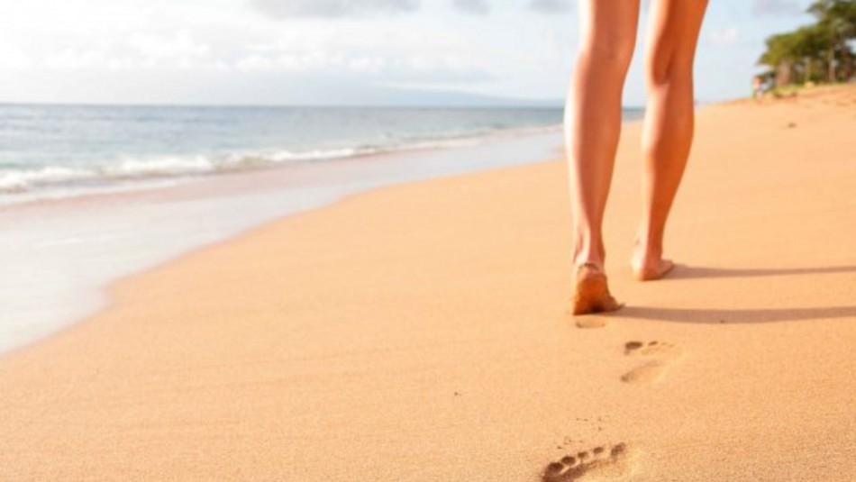 Conoce los beneficios que tiene para la salud caminar a la orilla del mar