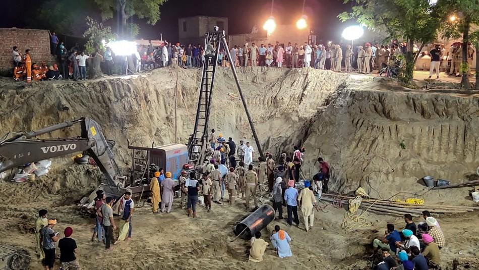 Muere el niño de dos años que había caído a un pozo de 33 metros en India / Agencia AFP.