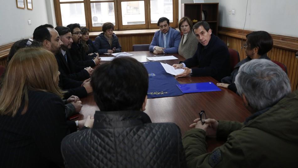 Directores se reúnen con el Felipe Alessandri / Agencia Uno