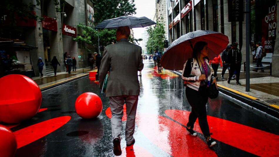 Comienzan las lluvias en Santiago: Revisa el pronóstico del tiempo para los próximos días / Agencia UNO.