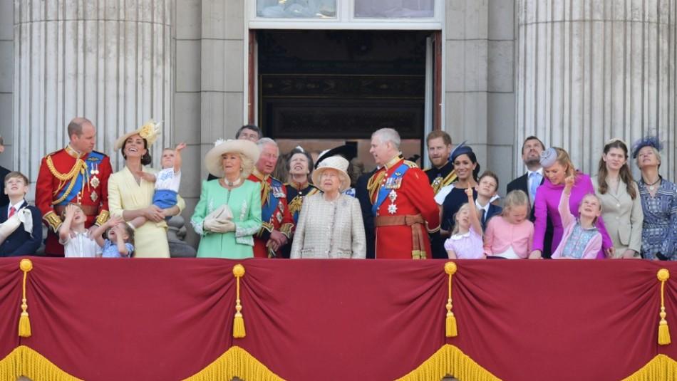 [VIDEO] Príncipe Harry retó en público a su esposa Meghan en el Palacio de Buckingham