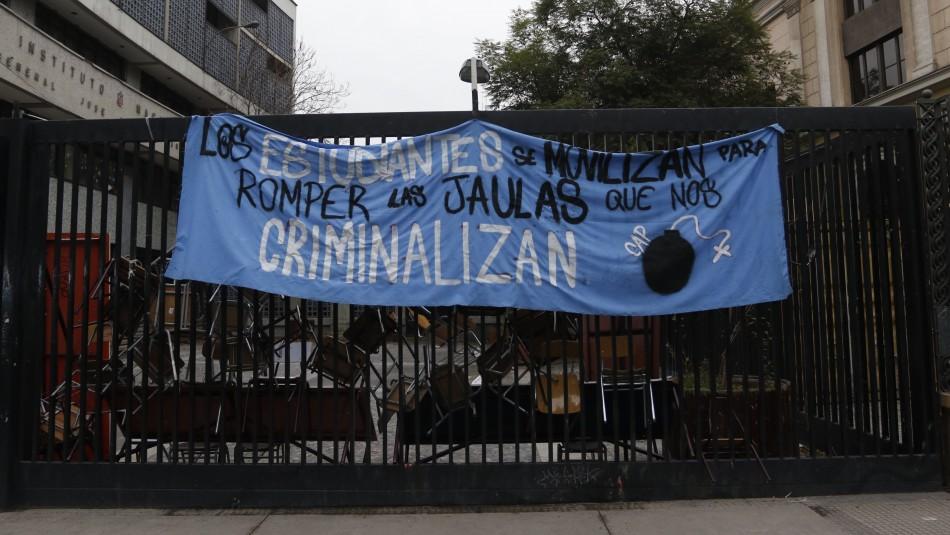Desalojan Instituto Nacional / Agencia Uno
