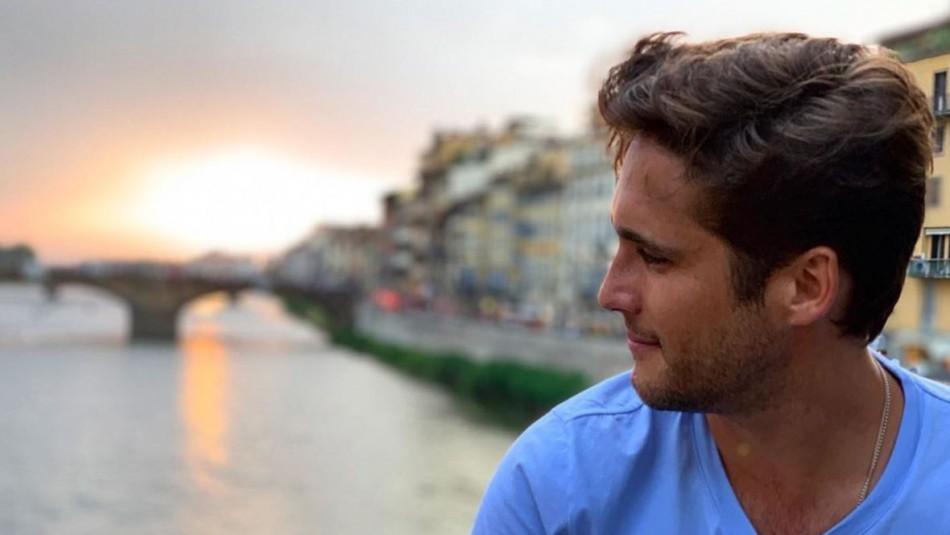 [FOTOS] Diego Boneta se quita la polera en las playas de Italia y pone a vibrar las redes
