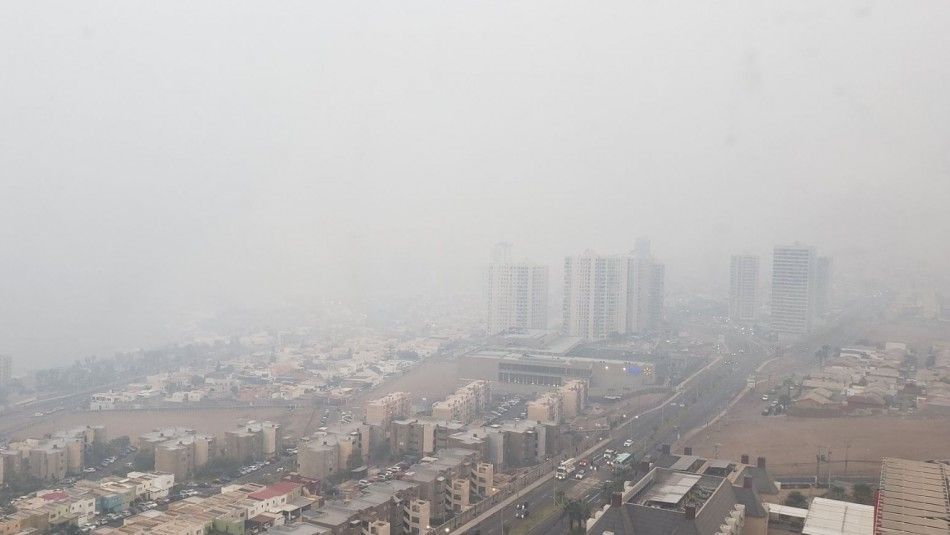 Nube tóxica en Iquique / @AlvaroMolinaCL