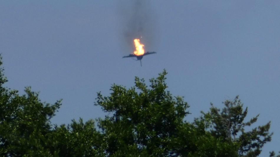 [FOTOS] Piloto muere luego que su avión de guerra se estrellara con otra aeronave en pleno vuelo