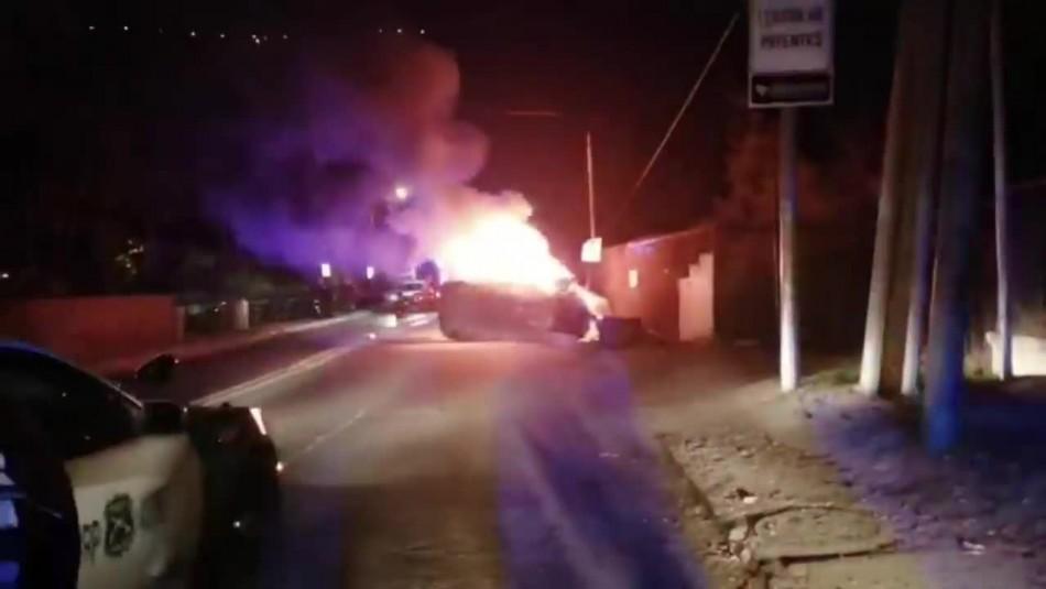 Persecución policial terminó con vehículo volcado y en llamas en Lo Barnechea