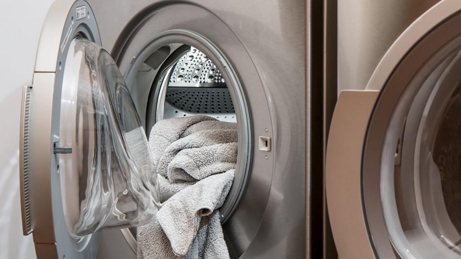 Niño muere asfixiado al quedar encerrado en lavadora mientras jugaba con su hermano