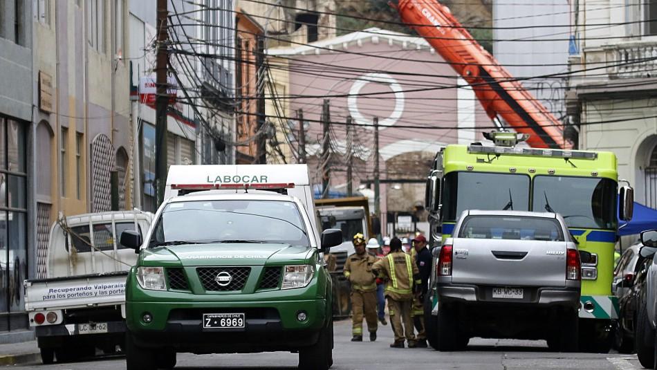 Derrumbe en Valparaíso: Reanudan trabajos en búsqueda de más víctimas