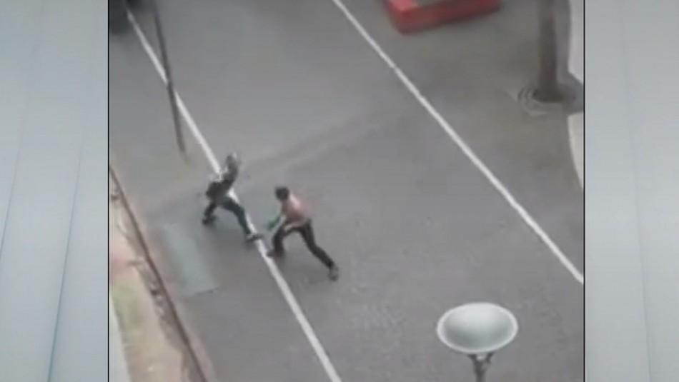 Graban violenta pelea con armas blancas entre dos vendedores ambulantes en Concepción