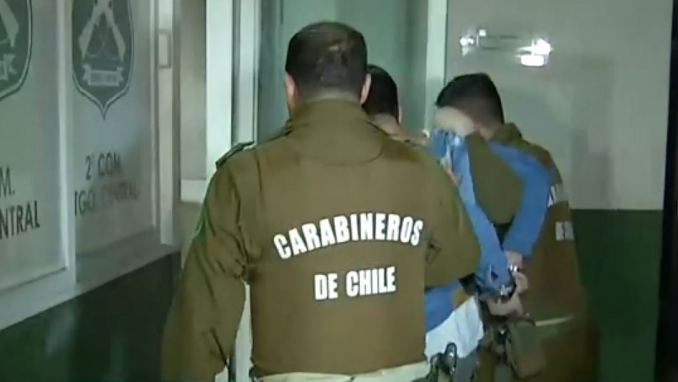 Confuso incidente en comisaría termina con presunto carabinero detenido por disparos