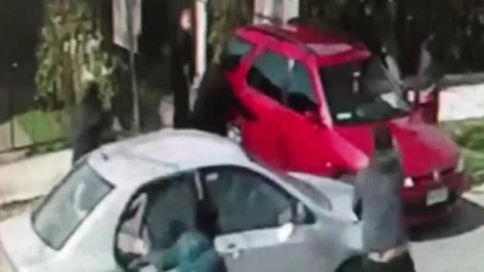 Violentos delincuentes roban $6 millones a madre e hijo en la puerta de su casa