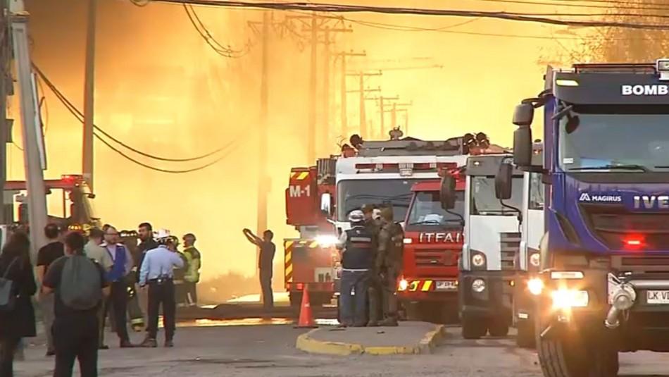Intendencia por incendio en San Bernardo: Bomberos sigue trabajando en extinción