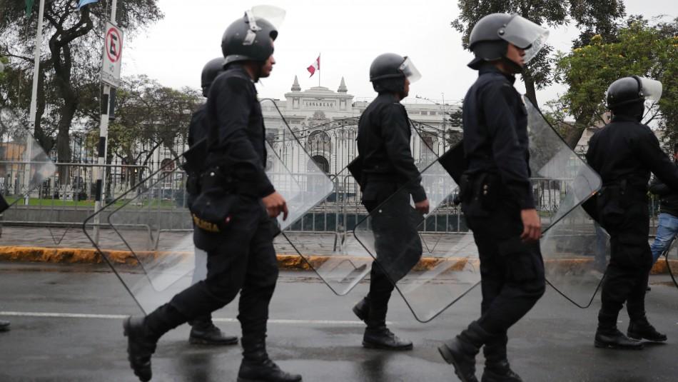 Perú bajo máxima tensión tras destituciones cruzadas entre Vizcarra y el Congreso