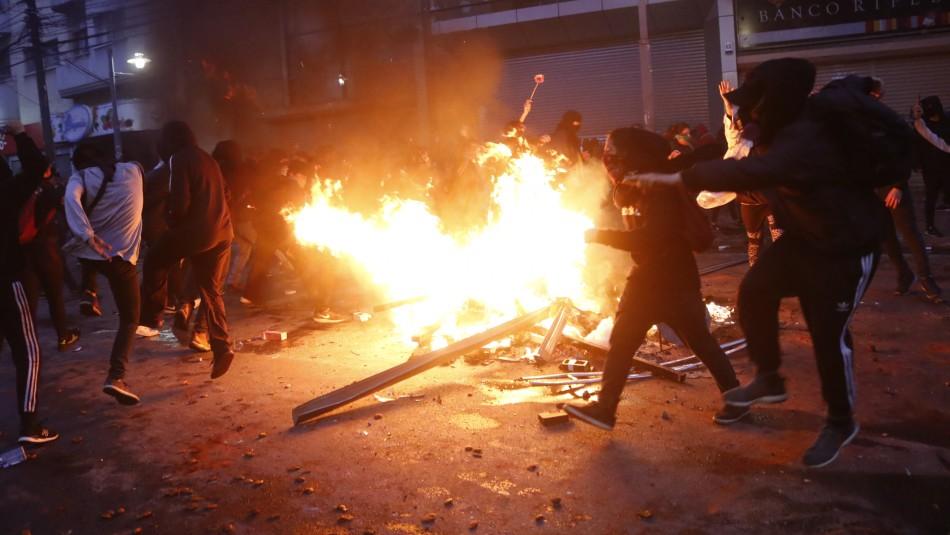Infantería de Marina actúa en Valparaíso y golpean a manifestante