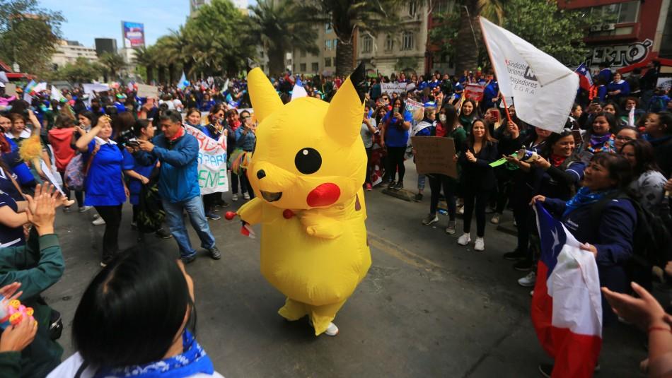 La historia detrás de Baila Pikachu: La tía del furgón que marchó por sus  hijos - Meganoticias