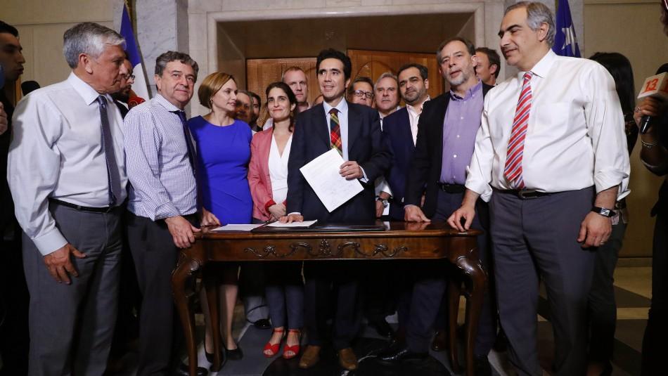 Sube pensión básica y rebaja pasajes a tercera edad: Los acuerdos alcanzados entre Gobierno y oposición