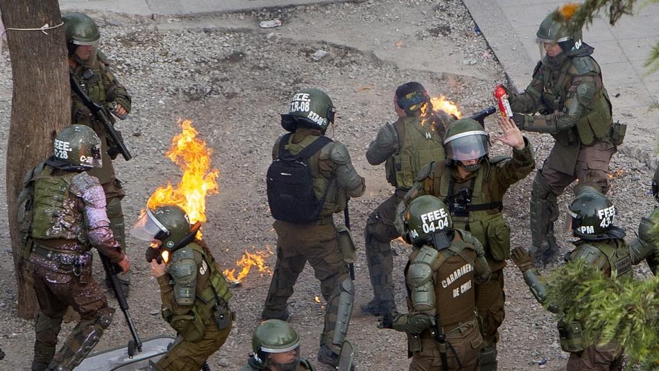 Carabinera atacada con molotov se querelló por homicidio frustrado