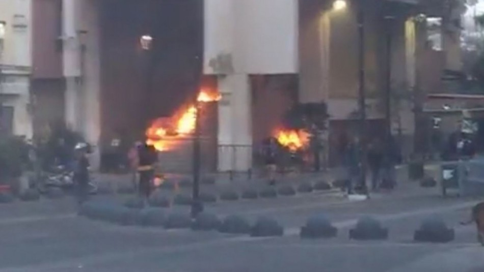 Encapuchados lanzaron bombas molotov a Intendencia de Valparaíso