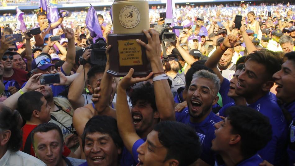 Deportes Concepción celebra el ascenso.