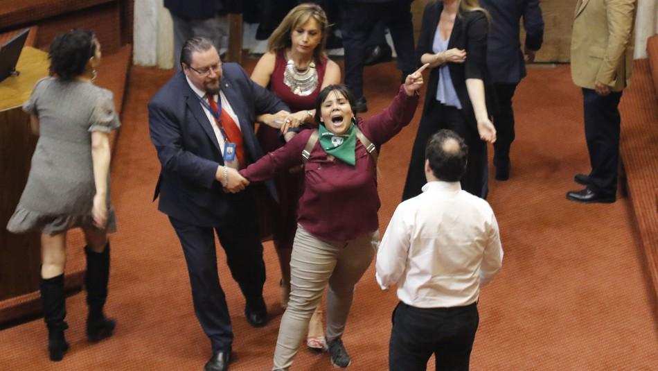 Suspenden por algunos minutos sesión de Proceso Constituyente por ingreso de manifestantes