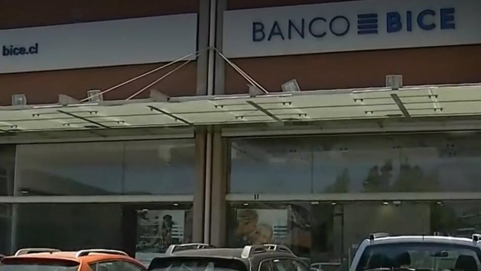 Delincuentes realizaron millonario robo en sucursal bancaria de Las Condes