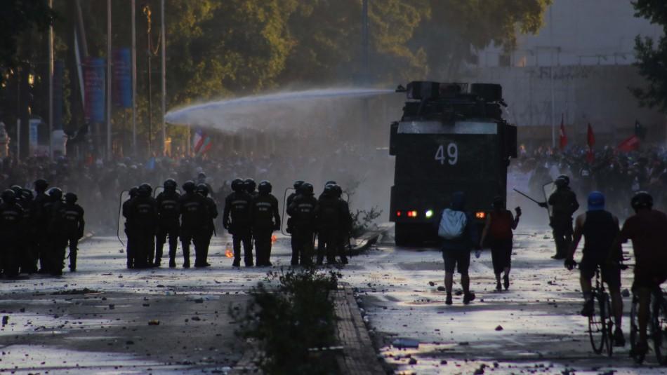 Balance de Carabineros: 25 personas fueron detenidas el viernes por incidentes en cercanías de Plaza Italia