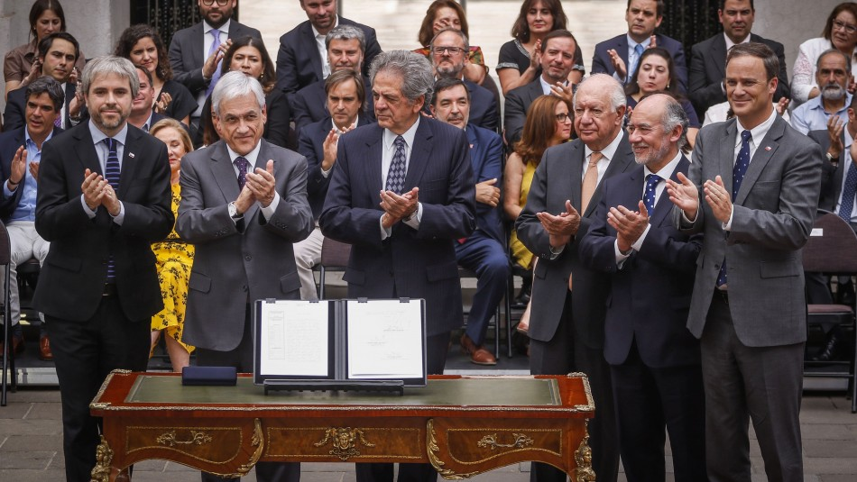 Piñera promulga ley de reforma para plebiscito: