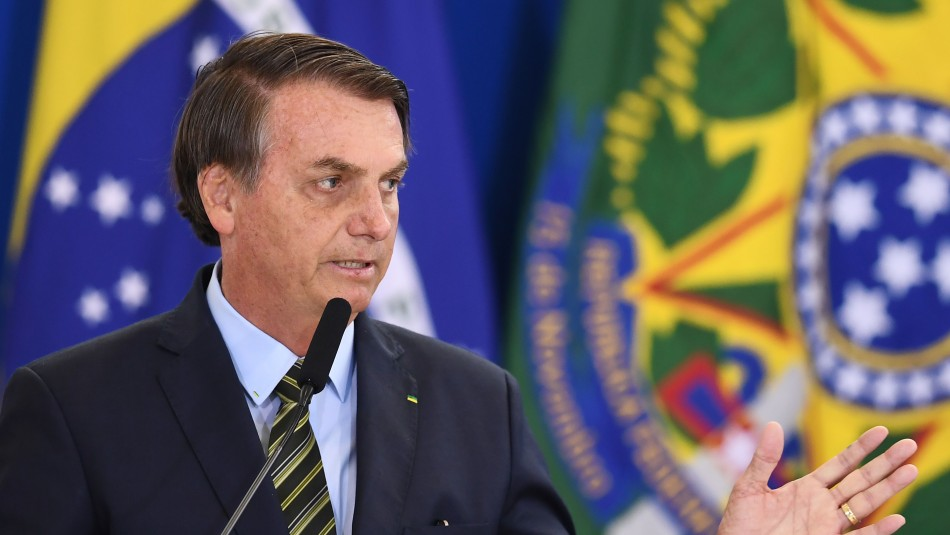Presidente Bolsonaro hospitalizado tras sufrir accidente doméstico en Brasilia