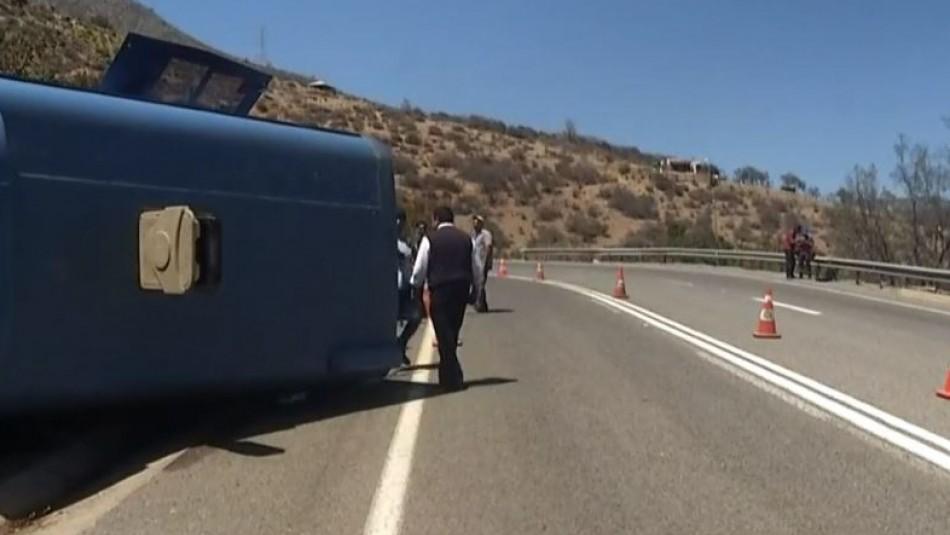 Volcamiento de un bus deja al menos 20 lesionados en Olmué