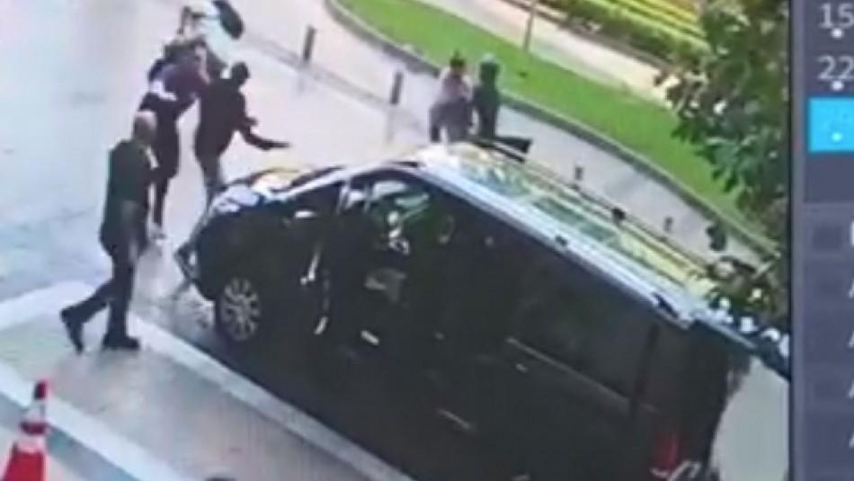 Video registra violento asalto de motochorros a turistas en hotel de Las Condes